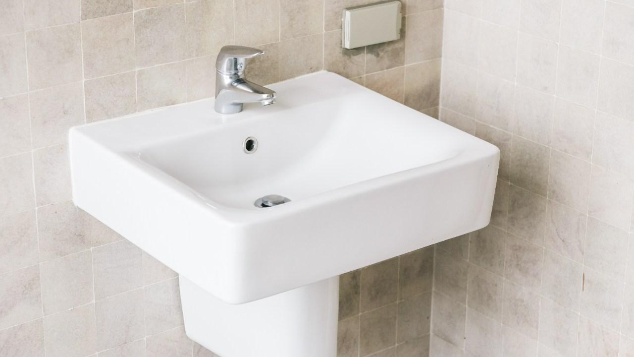 lavabo de salle de bain propre